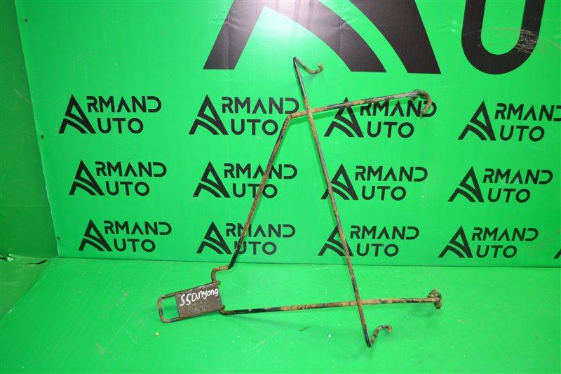 Кронштейн запасного колеса Renault Sandero 2009 (б/у)