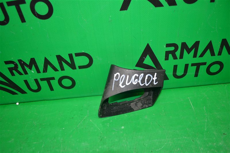 Накладка зеркала Peugeot 308 2007 правая (б/у)