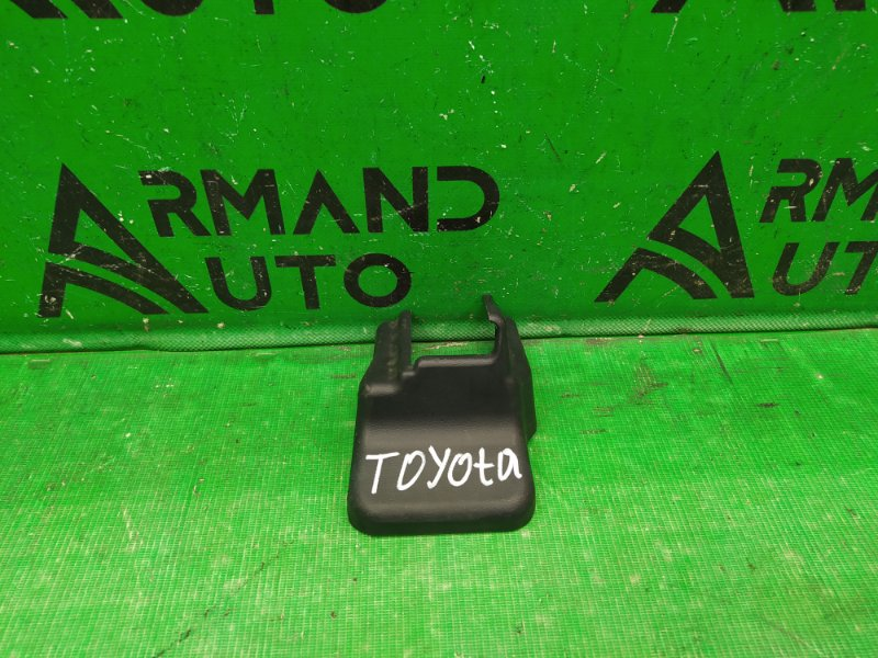 Крышка кронштейна сиденья Toyota Highlander 3 2013 правая (б/у)