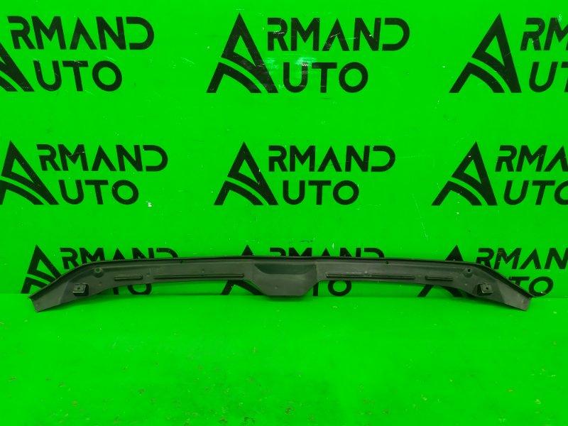 Уплотнитель капота Audi A4 B9 2015 (б/у)