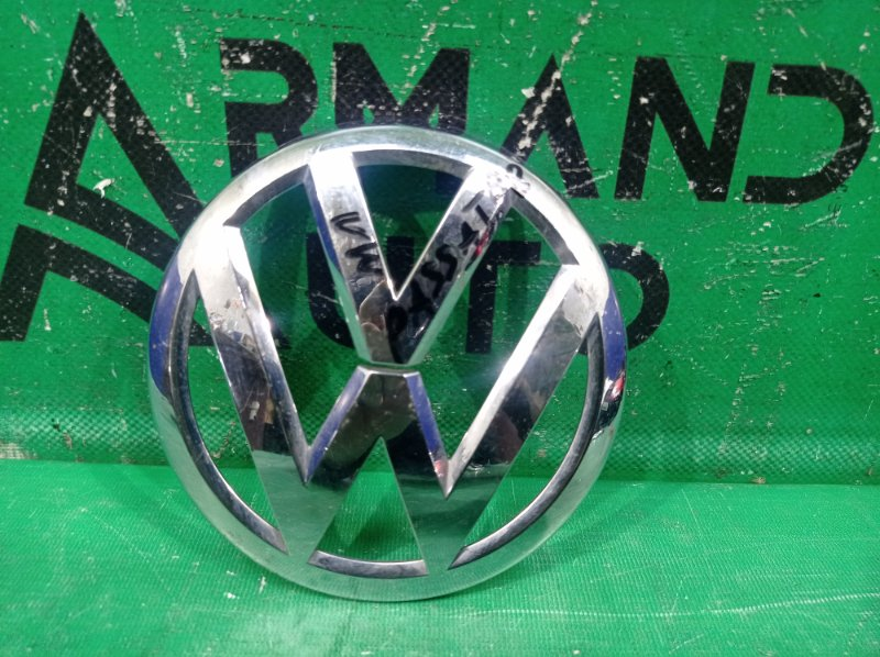 Эмблема Volkswagen Passat B8 2014 передняя (б/у)