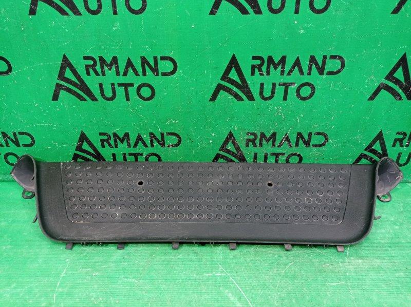 Накладка подножки Volkswagen Amarok 2010 задняя (б/у)
