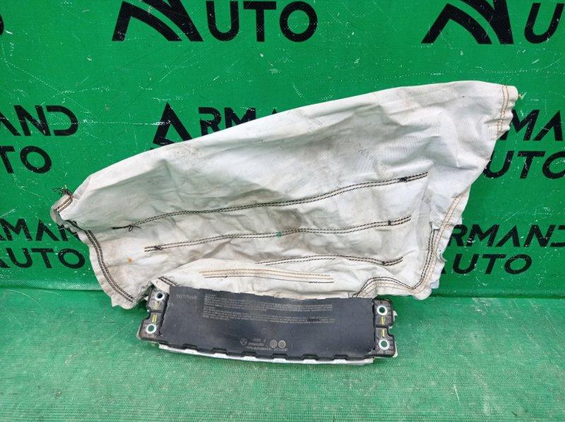Подушка безопасности Mercedes C W205 2014 передняя нижняя (б/у)