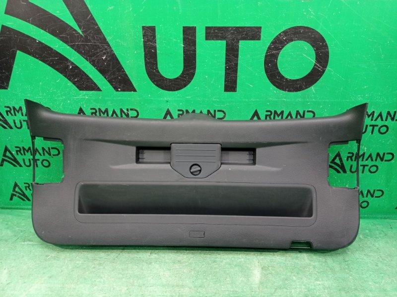 Обшивка двери багажника Volkswagen Touareg 2 NF 2010 (б/у)