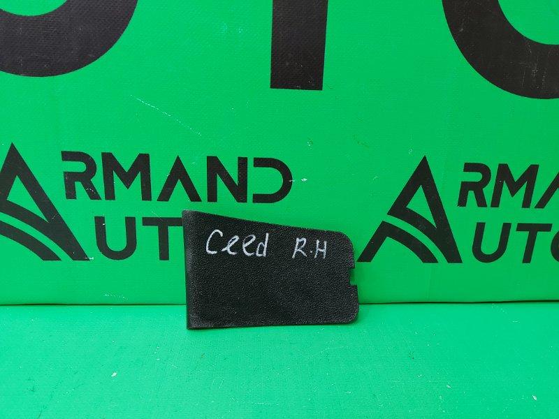 Крышка облицовки багажника Kia Ceed 2 2012 правая (б/у)