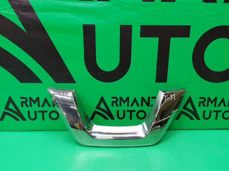 Накладка решетки радиатора Nissan Juke YF15 РЕСТАЙЛИНГ 2014 (б/у)