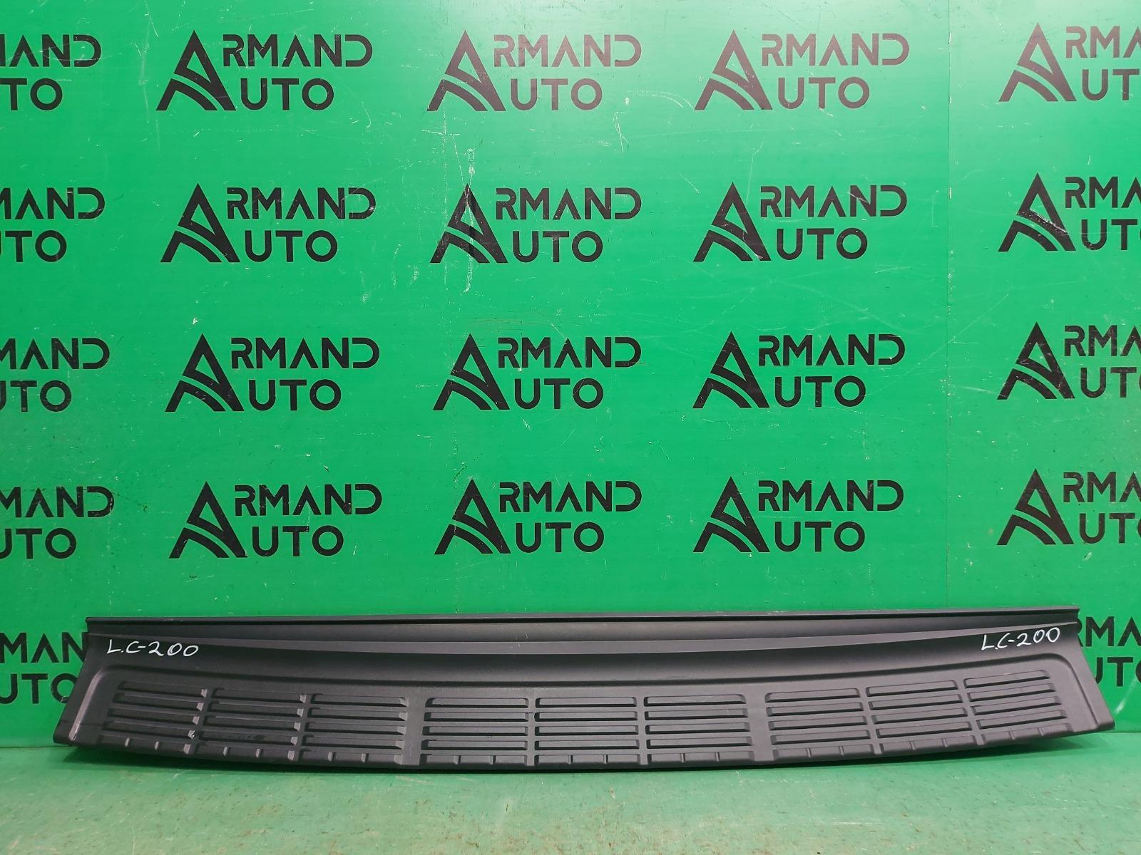 Накладка бампера Toyota Land Cruiser 200 2007 задняя (б/у)