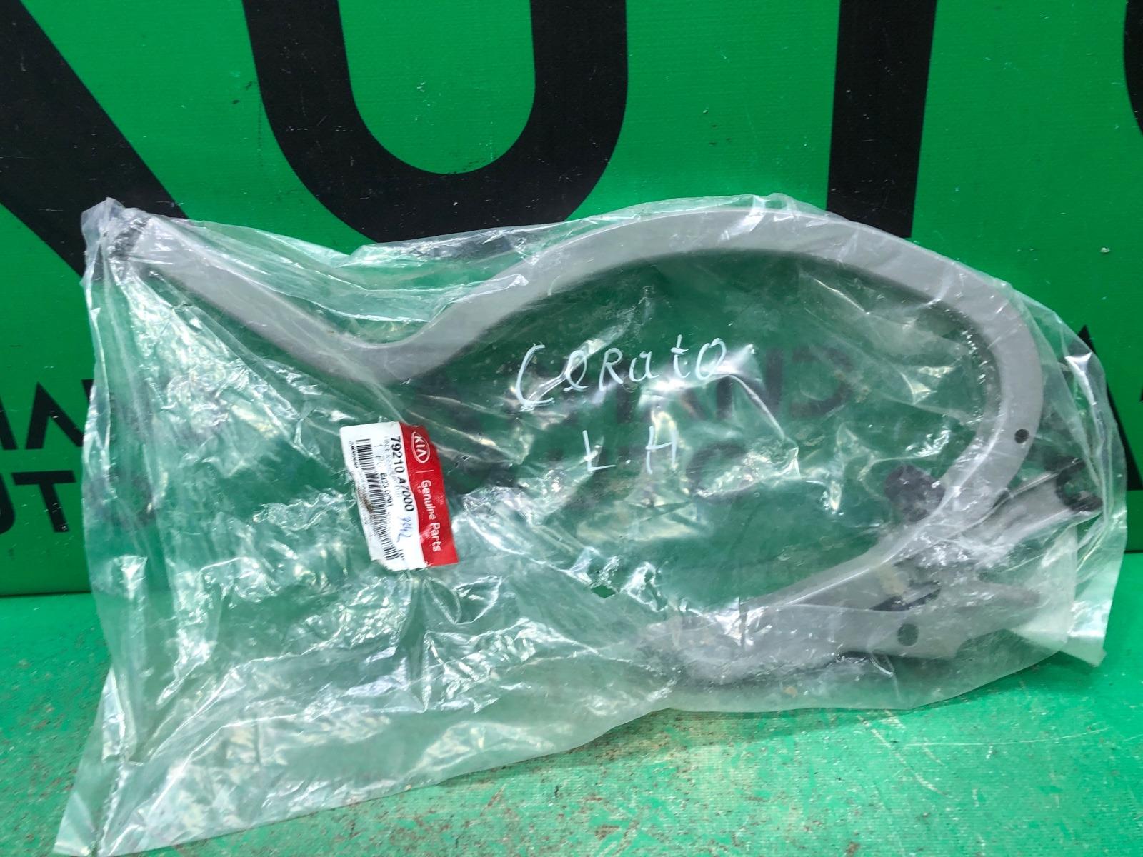 Петля багажника Kia Cerato 3 2013 левая (б/у)
