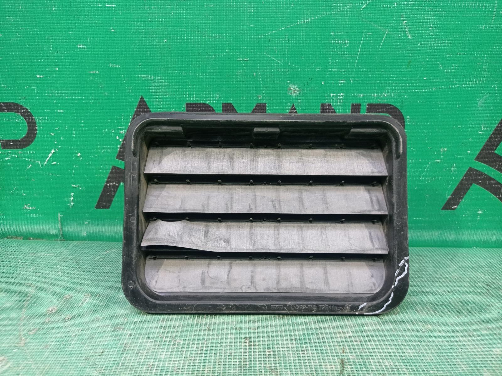 Решетка вентиляционная Mercedes Gl Gls-Class X166 2012 задняя правая (б/у)