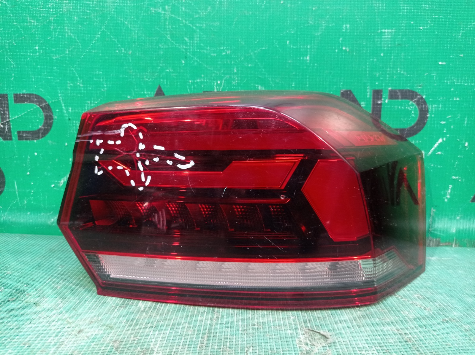 Фонарь внешний Volkswagen Polo 6 2020 правый (б/у)