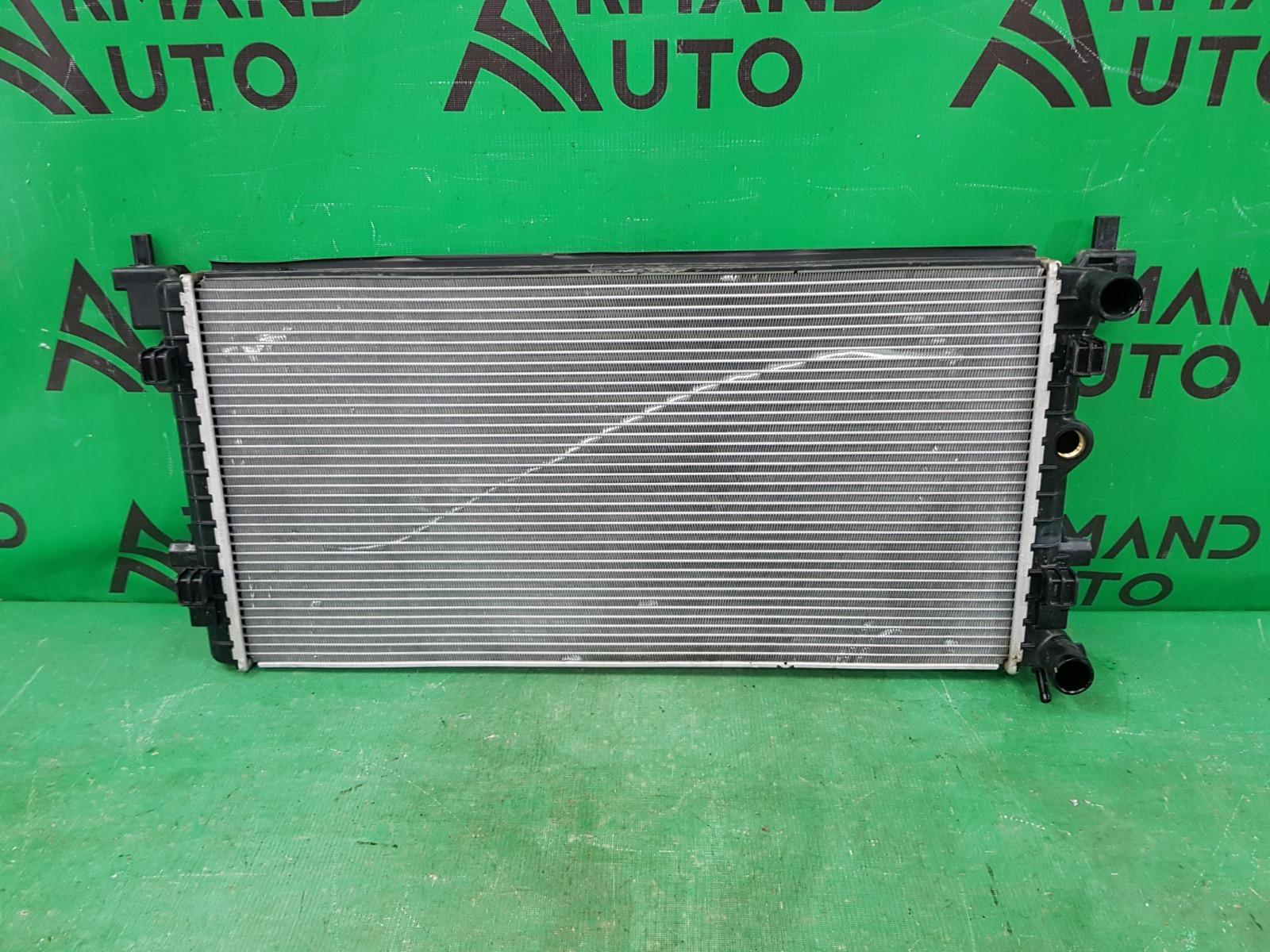 Радиатор охлаждения двигателя Volkswagen Polo 5 2010 (б/у)