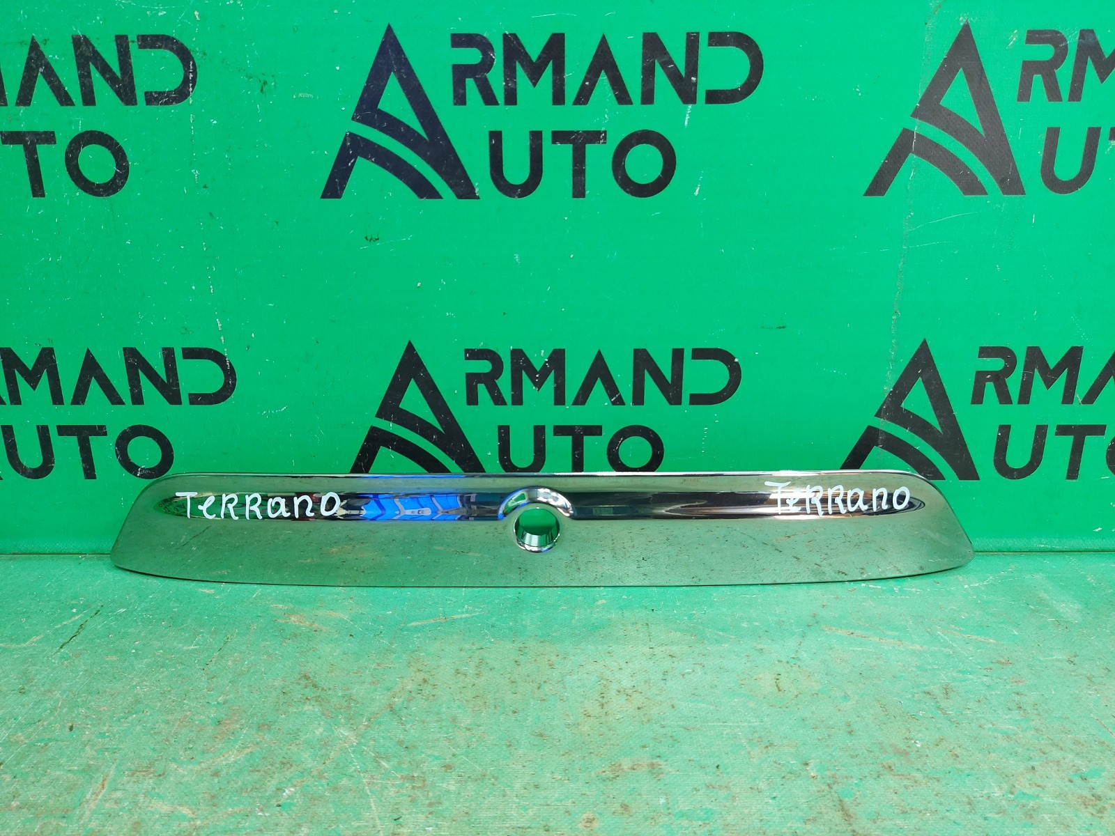 Накладка крышки багажника Nissan Terrano 3 2014 (б/у)