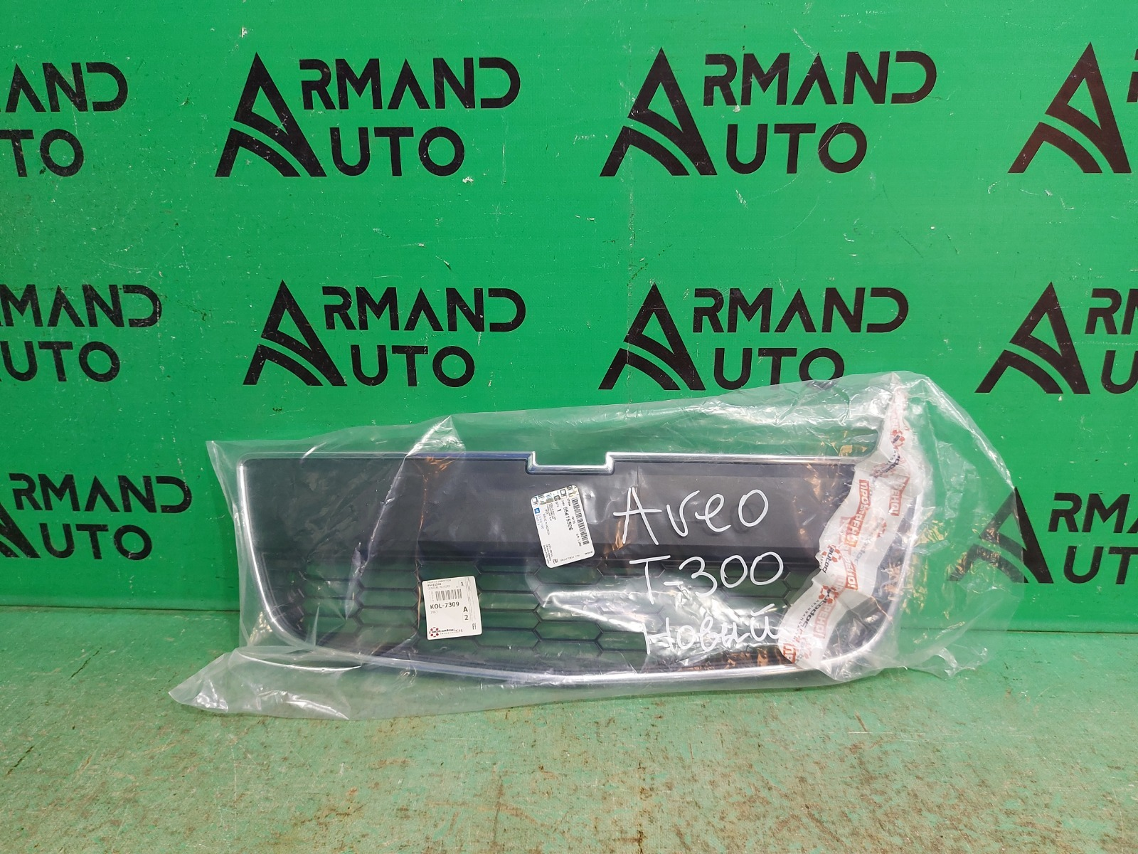 Решетка радиатора Chevrolet Aveo T300 2011 (б/у)
