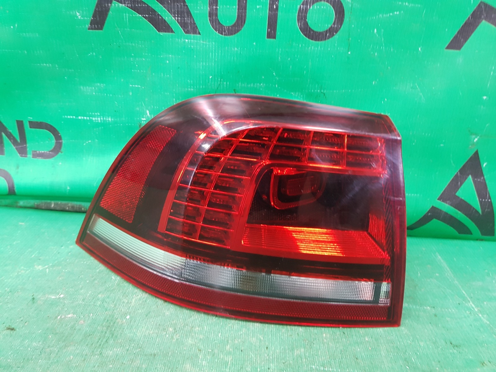Фонарь Volkswagen Touareg 2 РЕСТАЙЛИНГ 2014 левый (б/у)
