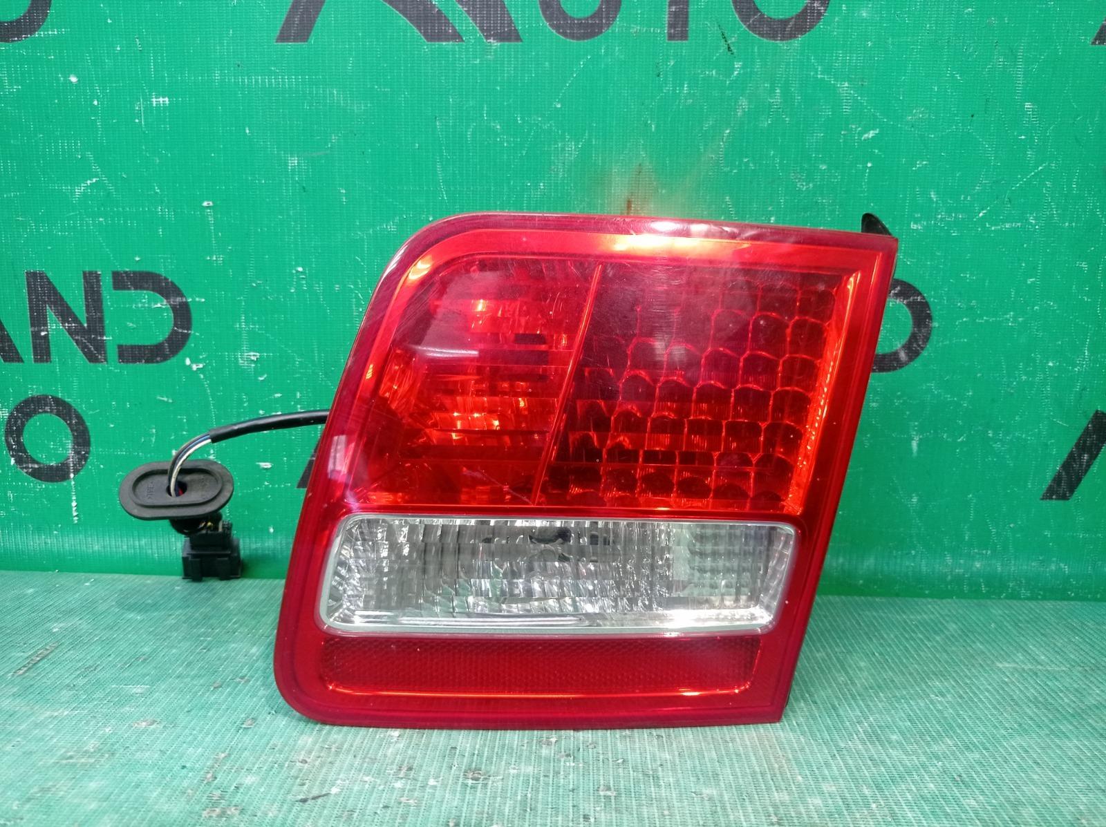 Фонарь внутренний Audi A8 2 D3 2005 правый (б/у)