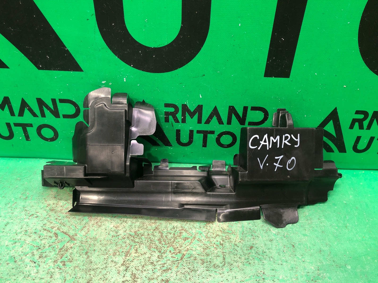 Дефлектор радиатора Toyota Camry V70 2018 передний левый (б/у)
