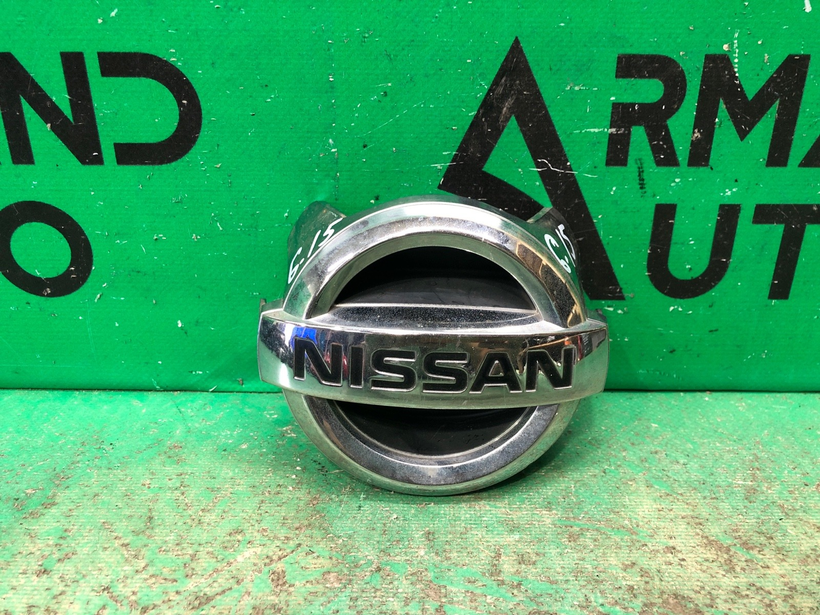 Эмблема Nissan G V36 2007 передняя (б/у)