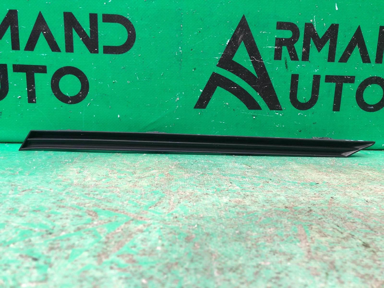 Накладка решетки радиатора Toyota Rav4 XA50 2018 правая (б/у)