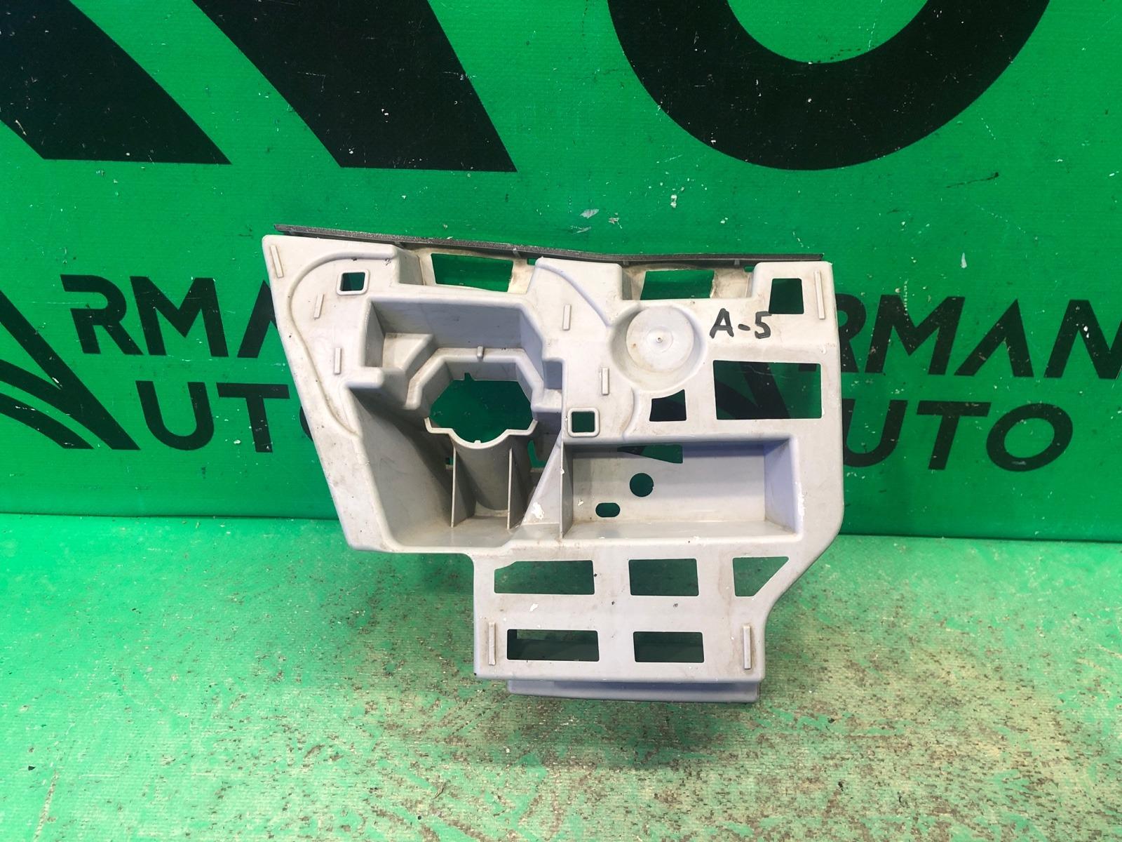 Кронштейн форсунки омывателя Skoda Octavia A7 2013 передний правый (б/у)