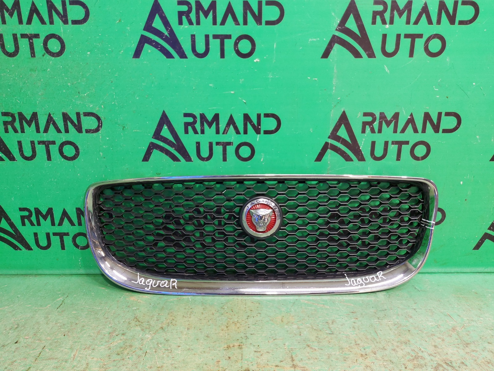 Решетка радиатора Jaguar Xe 1 2015 (б/у)