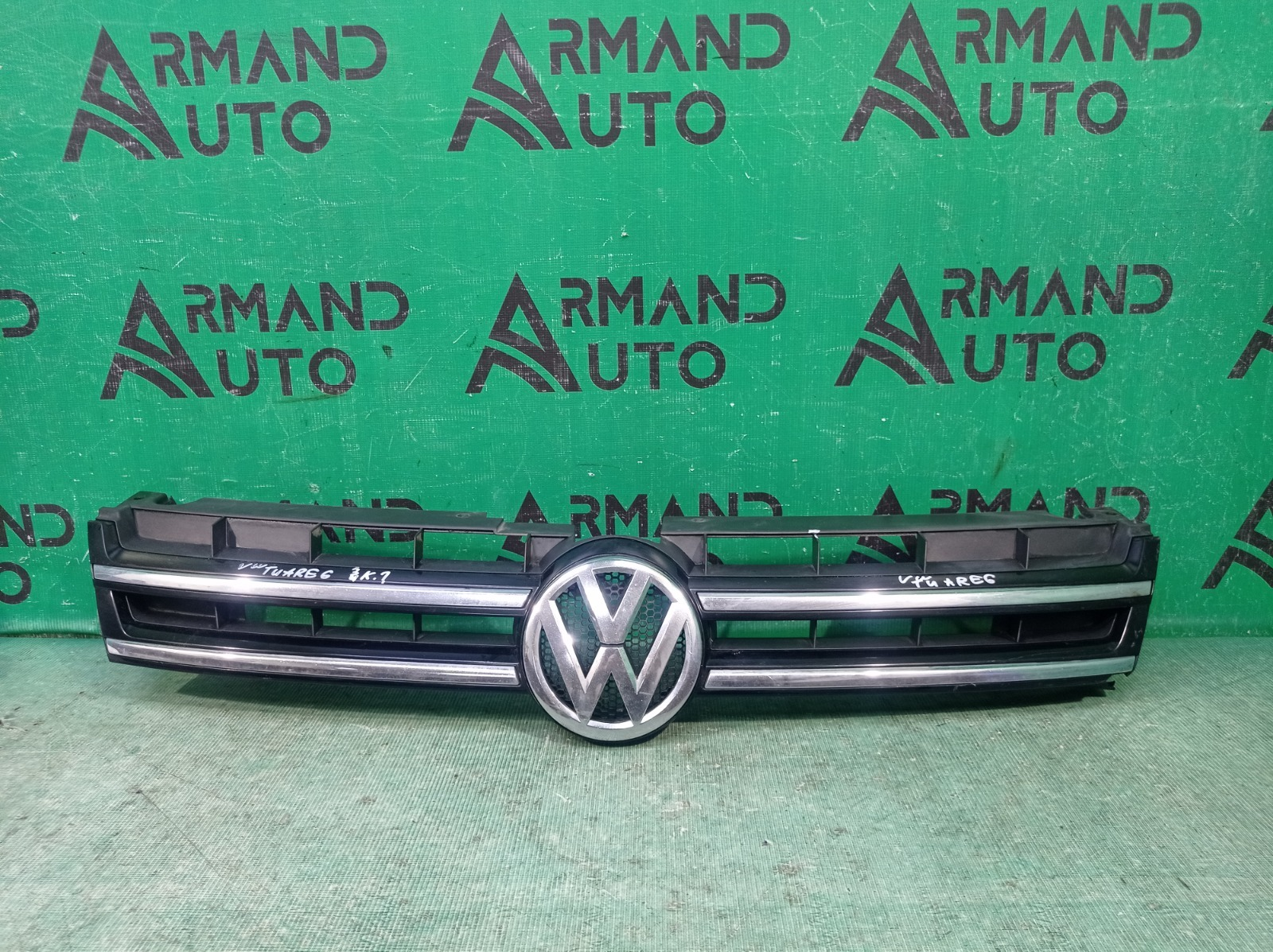 Решетка радиатора Volkswagen Touareg 2 2010 (б/у)
