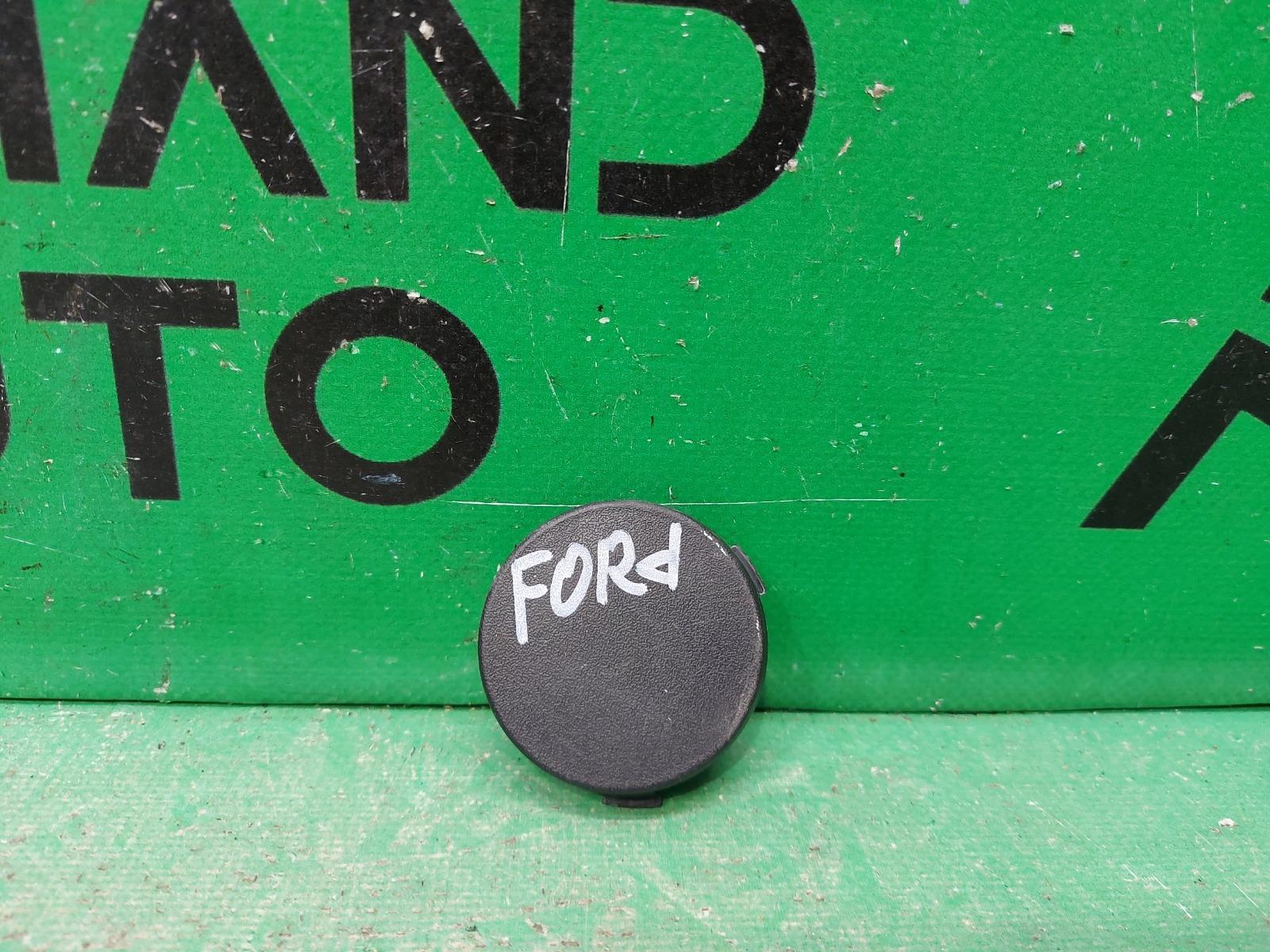 Заглушка буксировочного крюка Ford Focus 3 2011 задняя (б/у)