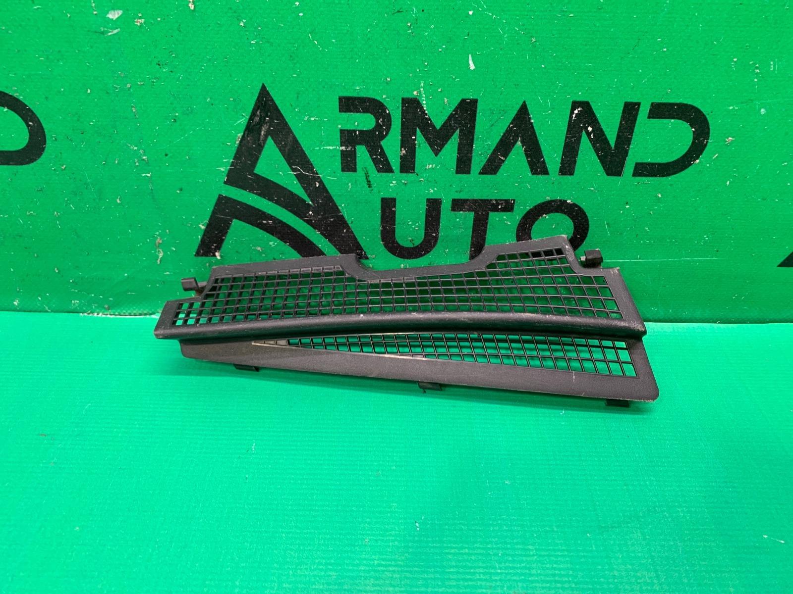 Накладка жабо Nissan Sentra B17 2012 (б/у)
