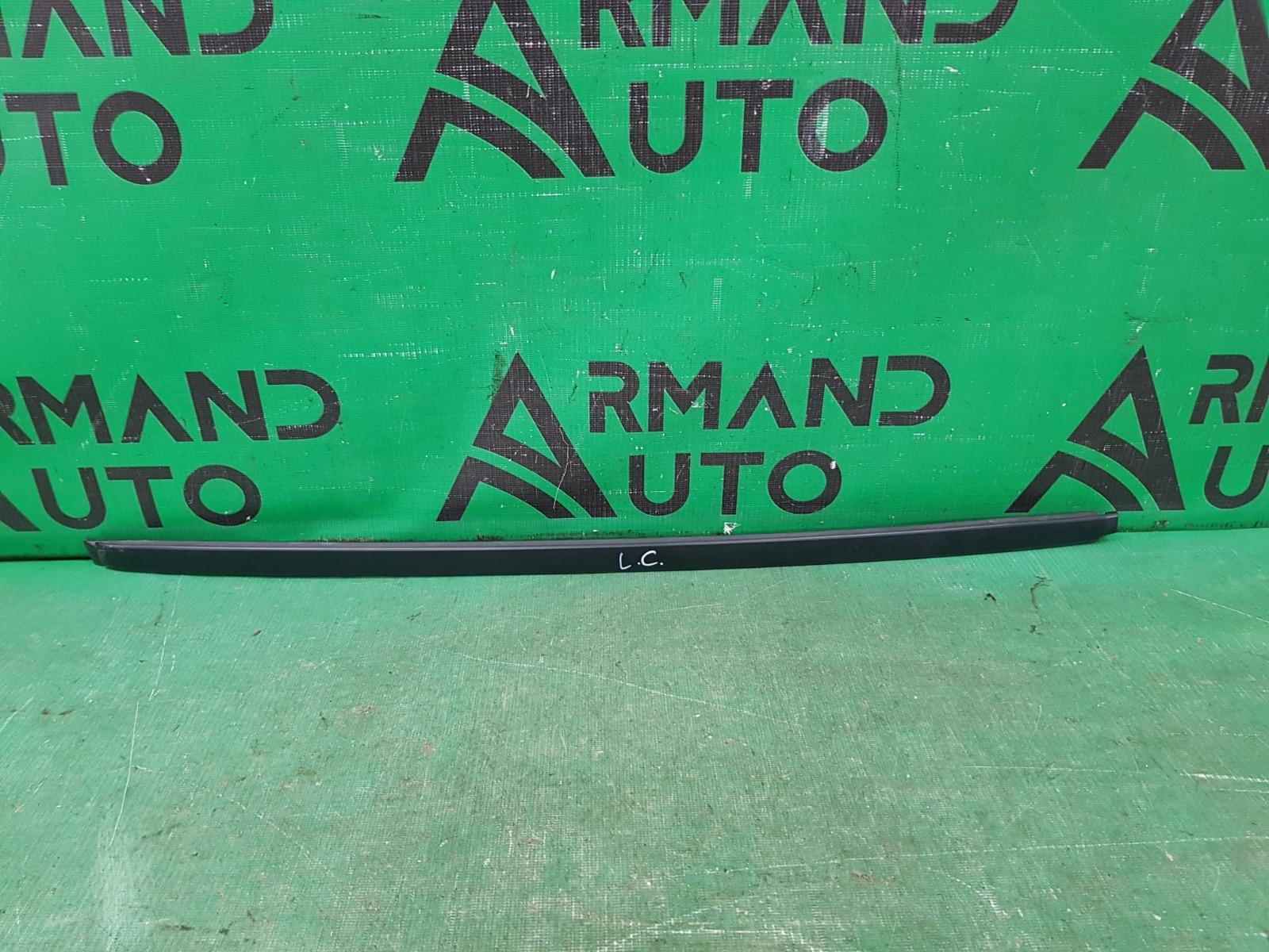 Накладка лобового стекла Toyota Land Cruiser Prado 150 2009 правая (б/у)