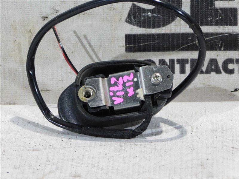 Кнопка открывания двери багажника Toyota Vitz NCP13 задняя (б/у)