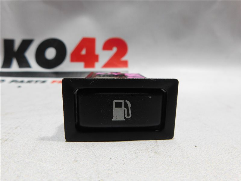 Кнопка открывания лючка бензобака Toyota Avensis AZT250 (б/у)