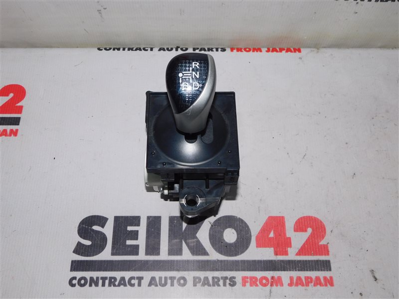 Селектор акпп Toyota Voxy ZWR80 (б/у)
