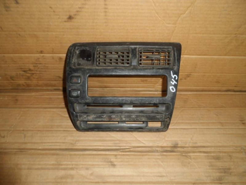 Консоль магнитофона Toyota Corolla AE100 (б/у)