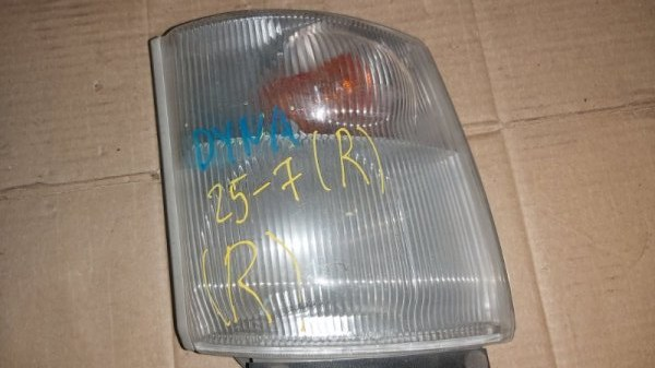 Габарит Toyota Duna XZU307 передний правый (б/у)