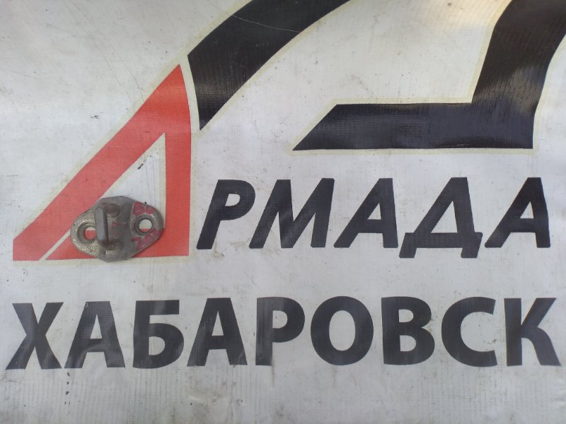 Петля замка двери Toyota Duna BU202 левая (б/у)