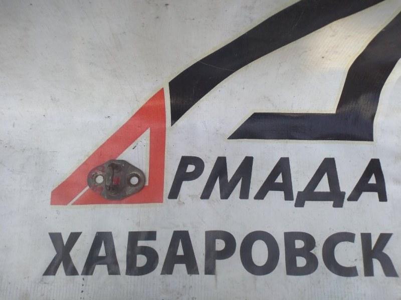 Петля замка двери Toyota Duna BU202 правая (б/у)