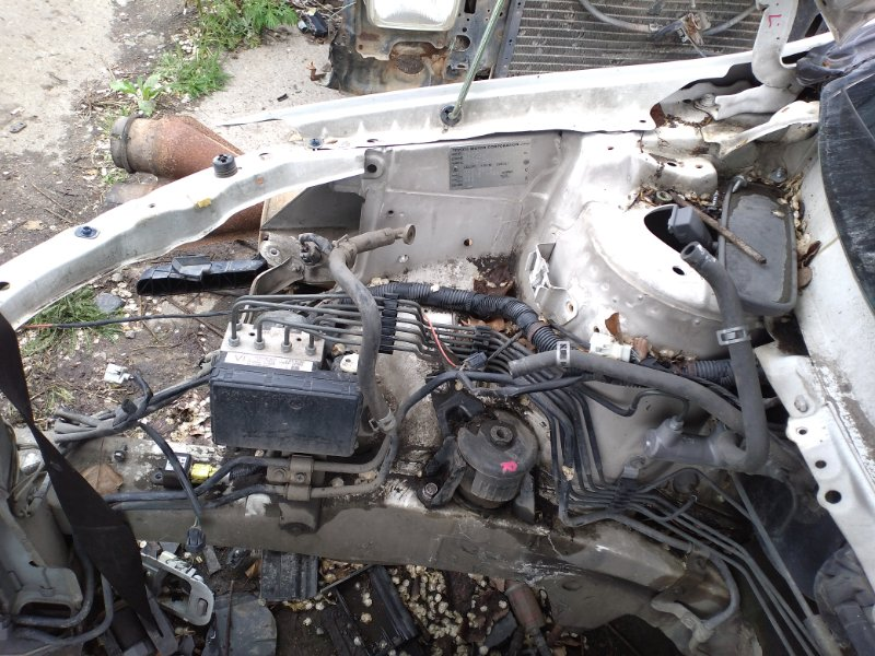 Лонжерон Toyota Ipsum ACM21 2AZ передний правый (б/у)