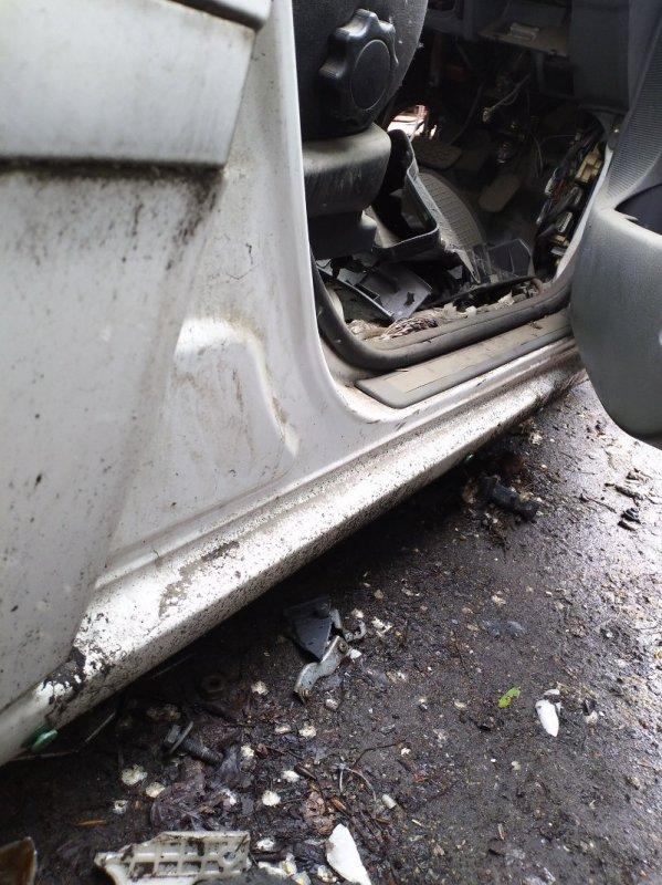 Порог Toyota Ipsum ACM21 правый (б/у)