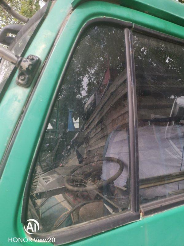 Форточка двери Nissan Ud CV450 левая (б/у)