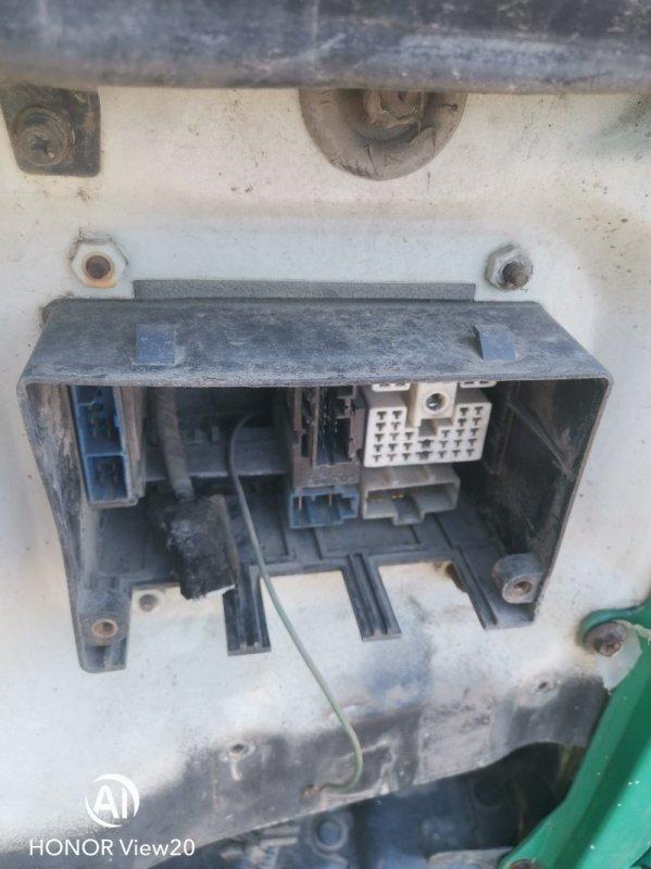 Блок предохранителей Nissan Ud CV450 (б/у)