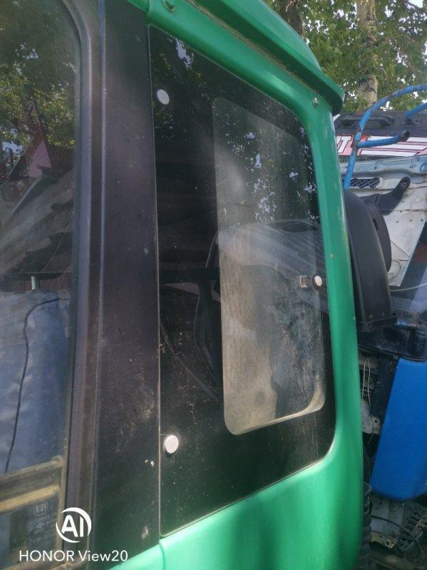 Уплотнительная резинка стекла Nissan Ud CV450 левая (б/у)