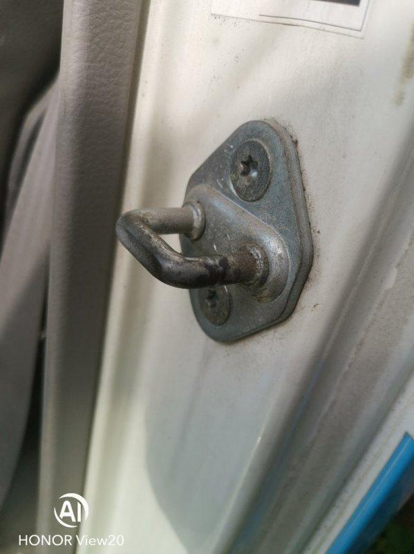 Петля замка двери Hino Dutro XZU412 правая (б/у)