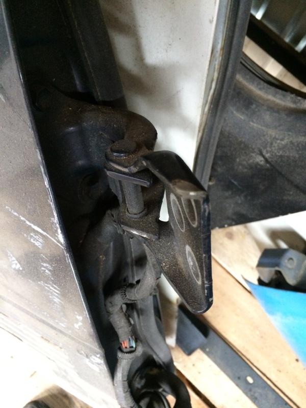 Петли на дверь Toyota Town Ace CR31 передние правые верхние (б/у)
