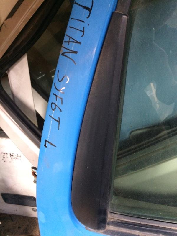 Уголок двери Mazda Titan SYF6T передний левый (б/у)