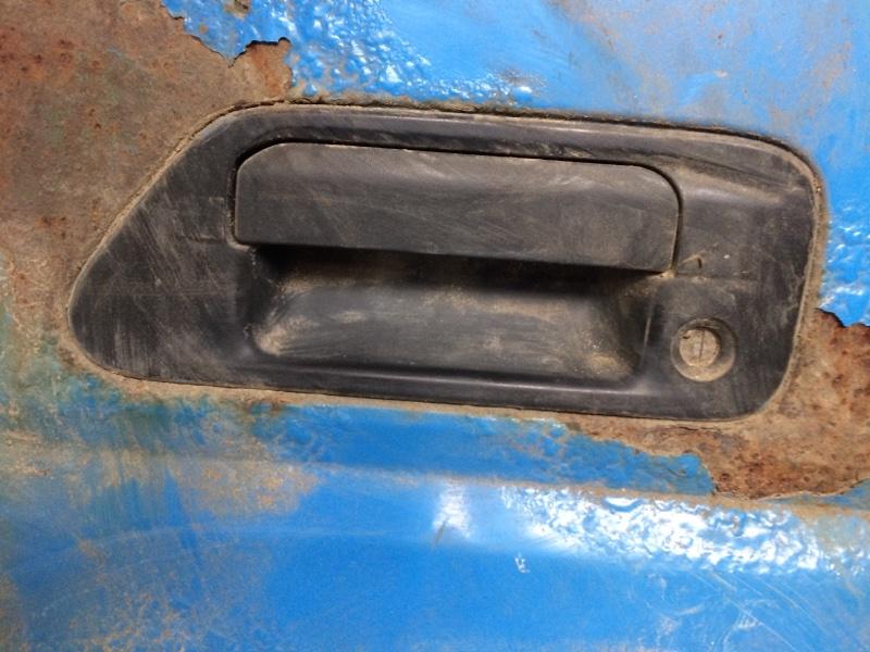 Ручка двери внешняя Mazda Titan SYF6T передняя левая (б/у)