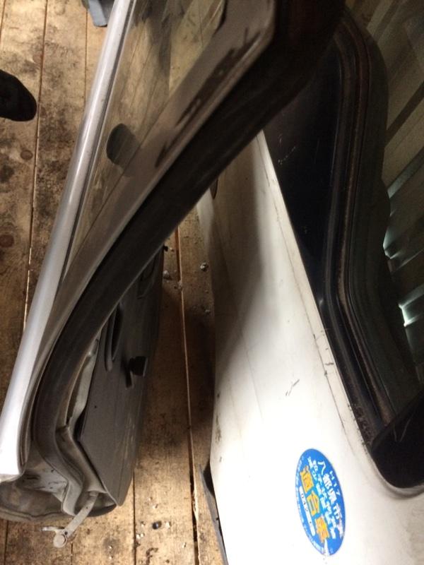 Уплотнительная резинка дверей Toyota Corolla AE101 задняя правая (б/у)