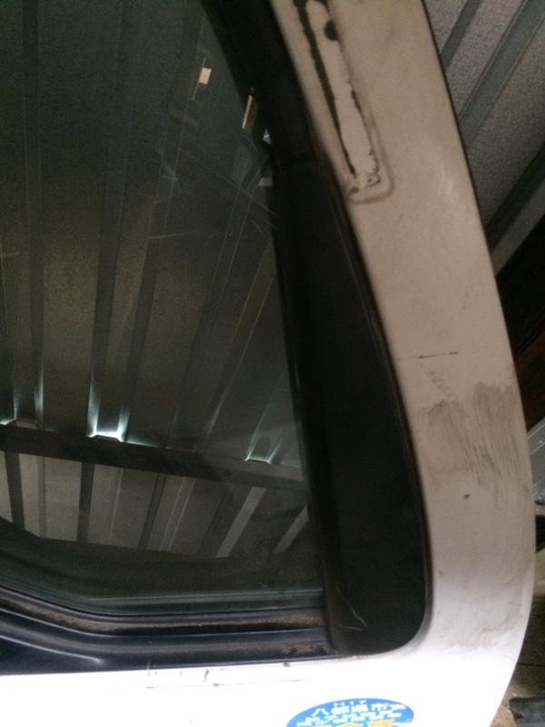 Уголок двери Mazda Titan SYF6T передний правый (б/у)