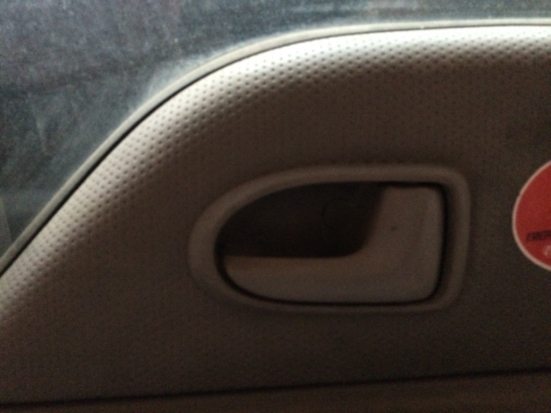 Ручка двери внутренняя Mazda Titan SYF6T передняя правая (б/у)
