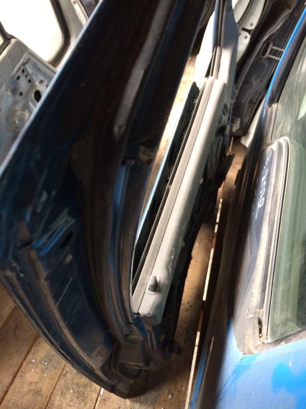 Уплотнительная резинка дверей Mazda Titan WGEAD передняя левая (б/у)