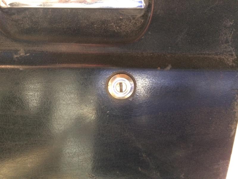Личинка замка Nissan Safari Y60 передняя левая (б/у)