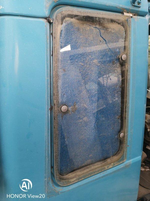 Уплотнитель стекла собачника Isuzu V340 правый (б/у)